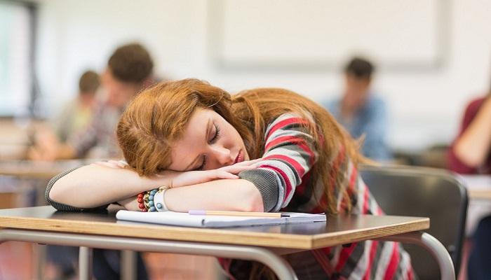 áp lực công việc khiến học sinh mệt mỏi ngủ gật
