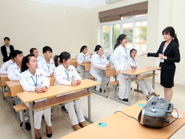 Trong 1 lớp học của công ty, các TTS đang chăm chú học bài