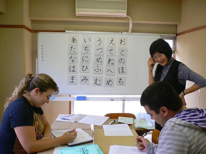 Điều thú vị về Nhật Bản đầu tiên được thể hiện thông qua hệ thống bảng chữ cái của quốc gia này