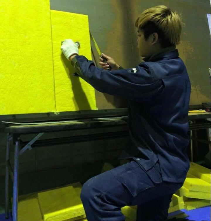 Công việc làm giấy dán tường tại Nhật Bản