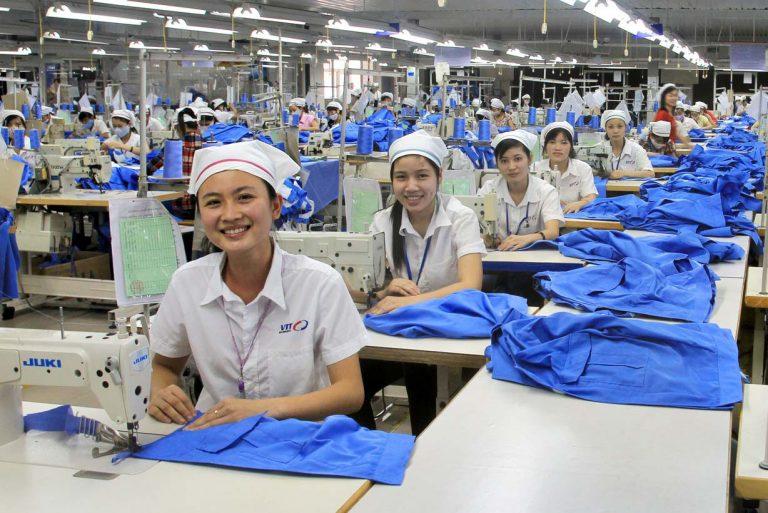 Làm may mặc tại Nhật Bản, công nhân được tiếp cận với máy móc hiện đại, môi trường làm việc chuyên nghiệp