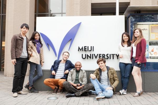 Sinh viên trường đại học Meiji Nhật Bản