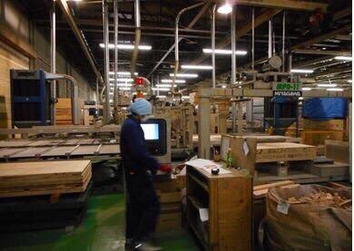 Kỹ sư đang làm việc trong nhà máy của Công ty TNHH ANTEC
