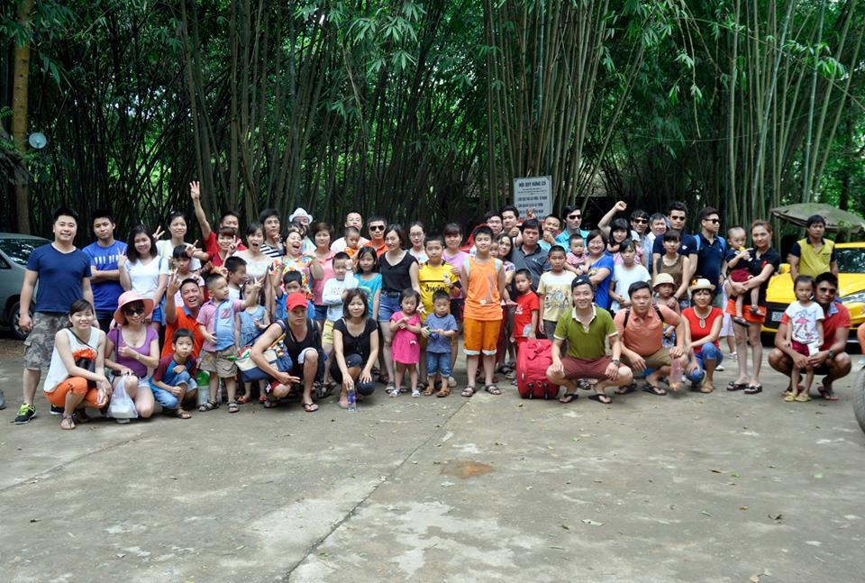 Nhân viên công ty cùng gia đình đi du lịch nghỉ lễ 30 tháng 4