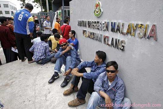 Lao động đi Malaysia bạn sẽ gặp nhiều khó khăn cố hữu từ chính trị