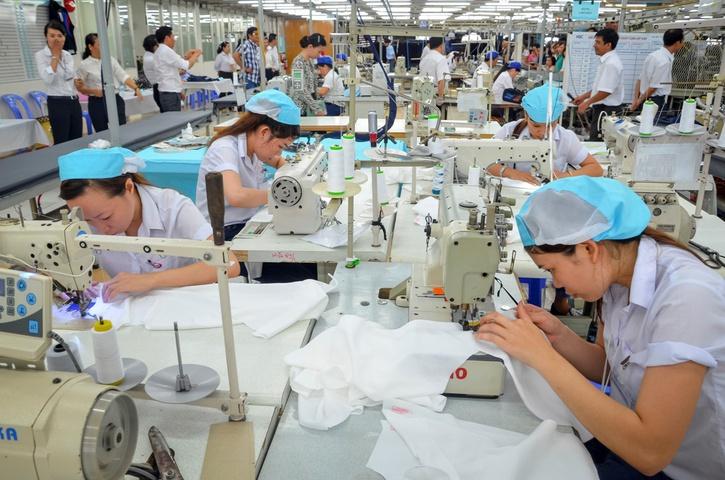 Thực tập sinh làm may mặc tại Nhật trong xưởng sản xuất