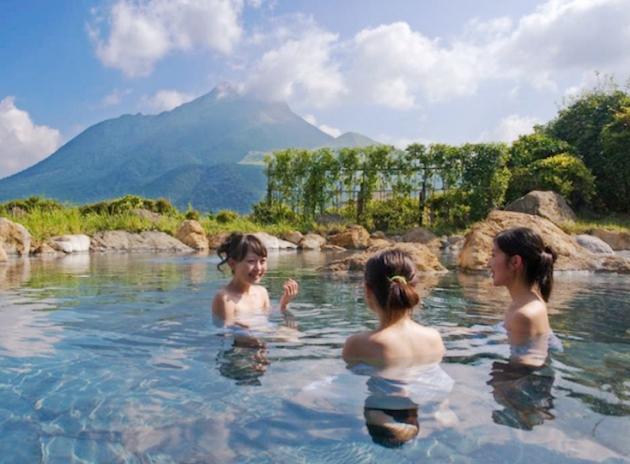 Tắm chung cùng người lạ là một trong những nét văn hóa Nhật Bản đặc trưng