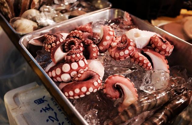 Nguồn hải sản tươi sống, đảm bảo vệ sinh là một bí quyết sống lâu nữa của người Nhật Bản