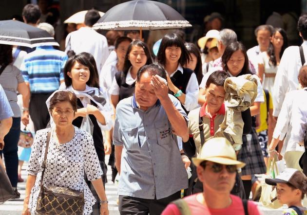 Nắng nóng kỷ lục ảnh hưởng đến đời sống hàng ngày của người dân