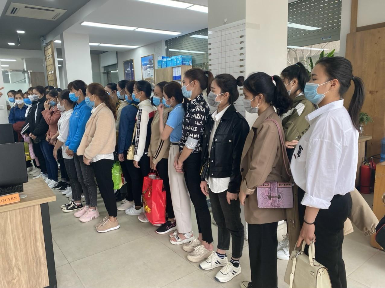 Hình ảnh người lao động đăng kí sơ tuyển đơn hàng XKLĐ NHẬT BẢN TP. Hồ Chí Minh