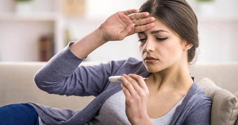 sốt, ho khan, mệt mỏi là những biểu hiện thường gặp khi bị covid-19
