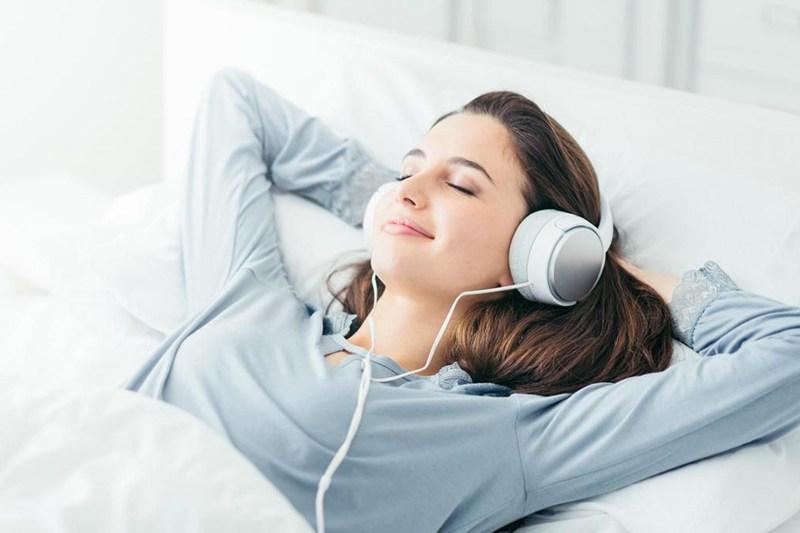 Nghe nhạc thư giãn giáp bạn dễ ngủ ngon hơn