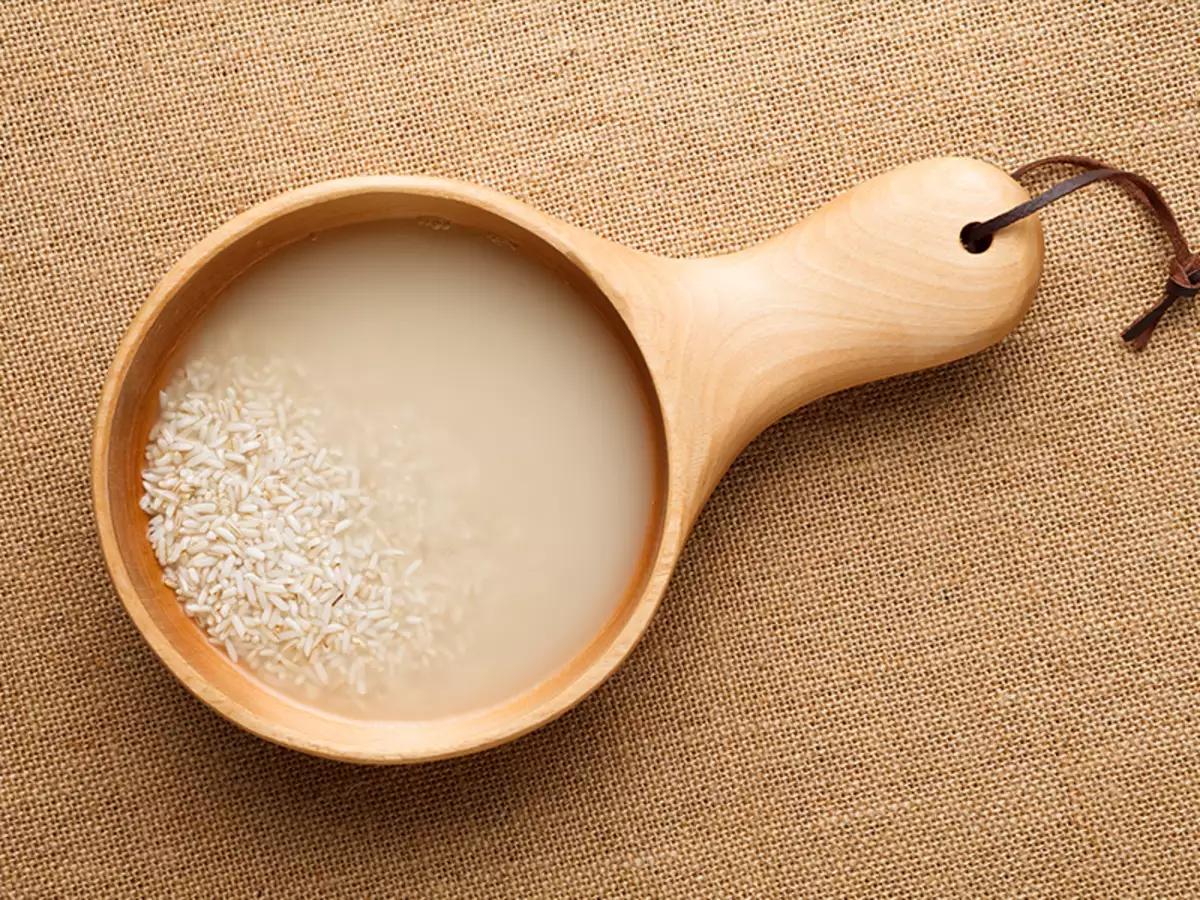 Sử dụng nước vo gạo để làm trắng da
