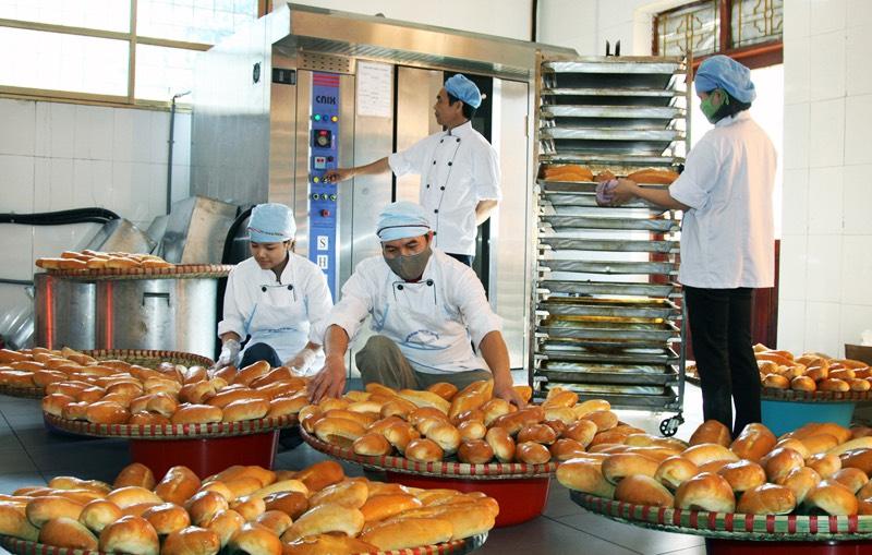 du học sinh tại Nhật làm bánh mì