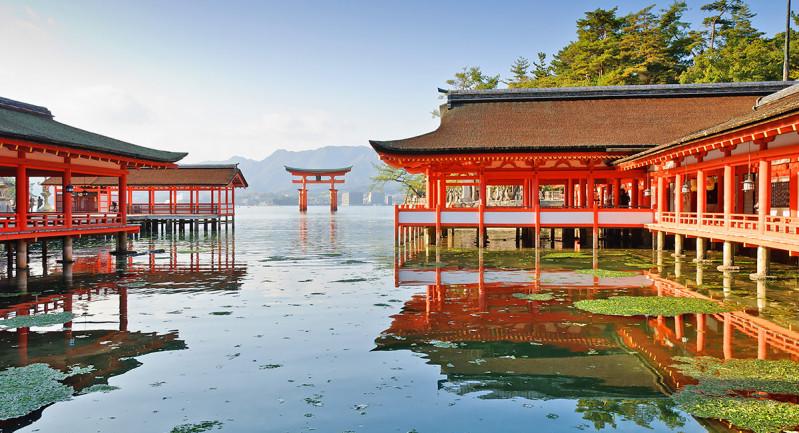 Đền Itsukushima thuộcĐảo Miyajima –Hiroshima